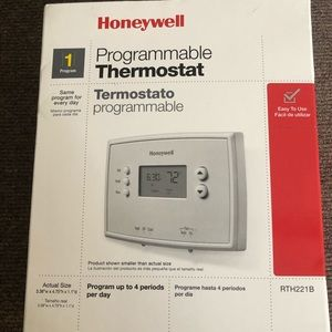 Honeywell RTH221B Programmable Thermostat New!